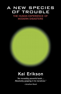 A New Species of Trouble: The Human Experience of Modern Disasters - Erikson, Kai