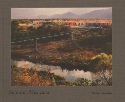 Suburbia Mexicana - Cartagena, Alejandro (Photographer), and Irvine, Karen (Introduction by), and Uddin, Lisa (Contributions by)