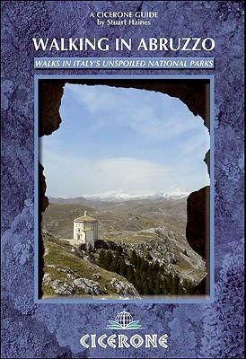Walking in Abruzzo - Haines, Stuart
